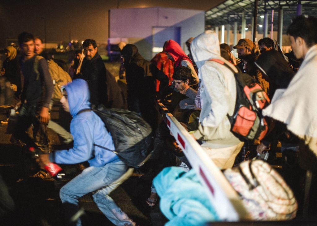 Menekültek az magyar-osztrákr határnál