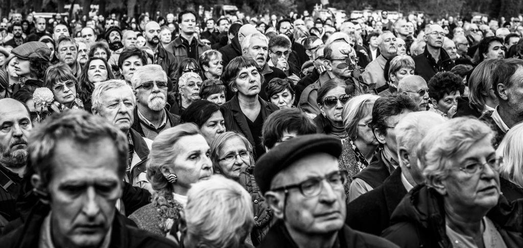 Gyászoló tömeg