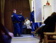 Bróker bilincsben A Buda-Cash-ügy brókerbotrány kapcsán március 9-én őrizetbe vett gyanúsított cégvezetők egyike a Fővárosi Törvényszék Fő utcai épületében 2015. március 11-én.