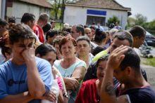 Adományosztás A Minden gyerek lakjon jól! alapítvány adományosztása a Szabolcs-Szatmár-Bereg megyei Székely községben 2015. május 5-én. A településen 78 család kapott egy-egy 15 kilogrammos malacot, valamint negyven kiló tápot húszezer forint értékben. Idén valamivel több mint negyvenezer halmozottan hátrányos helyzetű család házi élelmiszer-előállításához adott segítséget az alapítvány.