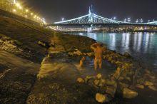 Használt gyógyfürdő Budapest, A Gellértfürdőből leeresztett használt gyógyviznek kis medencét építettek a hajléktalanok. Itt fürdenek és mosnak, amikor este megérkezik a  melegvíz.