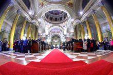 Éjféli mise Karácsony éjszakai katolikus szentmise az Egri Bazilikában.