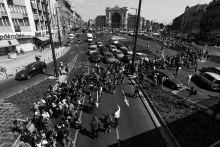 Exodus Egy nappal a bicskén megállított vonat után, 09.04-én 1500 menekült indult el Budapestről a Keleti pályaudvartól ausztria felé gyalog. A menet 30 km után éjjel az M1 mellett táborozott le.