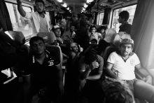 A bicskei vonat indulás előtt A vonatra felszállta menekültek ekkor még nem gyanították, hogy Némtország helyett csak Bicskéig jutnak, ahol a rendőrség megállította a szerelvényt. Budapest, 2015.09.03.