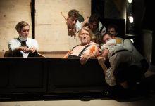 Egy csónakban William Shakespeare: Athéni Timon című műve az Ódry színpadon, 2015. április 4-én. A darabban Hegedűs D. Géza, valamint a Színház- és Filmművészeti Egyetem III. és V. éves hallgatói láthatók.