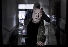 Angyalstop. Angyalstop. Parti Nagy Lajos, Kossuth-díjas író, Pozsonyi úti lakásának lépcsőházában. Budapest,2015.10.28.