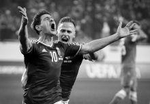 A győzelem kilenc pillanata A magyar labdarúgó válogatott 44 év után először jutott ki az Európa-bajnokságra. A 2014-ben kezdődő Európa-bajnoki selejtező sorozat utáni harmadik hely megszerzése után a norvég válogatott ellen sikeresen megvívott pótselejtező mérkőzések után jogot szerzett arra, hogy másik 23 válogatottal együtt részt vehessen a franciaországi labdarúgó Európa-bajnokságon. A képek ezeken a selejtező mérkőzéseken készültek 2014 -2015-ben