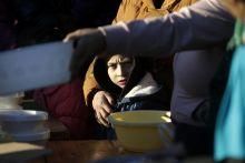 Tarnabod Elképesztő szegénység és fejlődő közintézmények – Tarnabod két arca. A falu 2004-ben vált befogadófaluvá, akkor 12 hajléktalan család kapott házat a településen a Magyar Máltai Szeretetszolgálat jóvoltából. A faluba rendszeresen visszajáró civil önkéntesek főztek 300 adag babgulyást és adtak ajándékcsomagokat a falu rászorultjainak december 29-n.