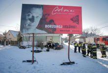 Borzongj velünk Lesodródott az útról és egy házfalnak csapódott egy autó január 5-én Mikepércs belterületén. A baleset során négyen súlyos sérüléseket szenvedtek.