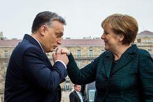 Kezét csókolom! Orbán Viktor miniszterelnök fogadja a hivatalos látogatáson Budapesten tartózkodó Angela Merkel német kancellárt. Budapest, 2015.02.02.