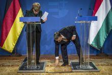 Elszabadult golyóstoll Fagyos volt a levegő Angela Merkel és Orbán Viktor között a februári találkozókor.A konfliktusról az is árulkodik, hogy elmaradt szokásos közös nyilatkozat és alig volt közlendőjük a nyilvánosság felé