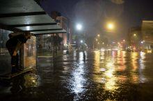 Özönvíz Több mint 80 milliméternyi eső hullott le augusztus 18-án a 13. kerületben,  egy óra alatt. Ez több mint az egy havi átlag. A felvételek a Béke téren készültek.
