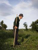Zsakfalu01 Juhász János, Debréte. A feleségével lakik Debrétén, a füvet a szamarának kaszálja. Három gyerekük már elköltözött a faluból. A felesége szerint úgy tartja a szamarat, mintha a gyereke lenne