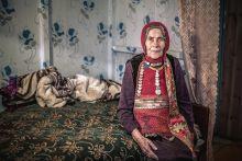 Baskír asszony Vak baskír asszony népviseletben a Shulgan-Tashhoz közeli otthonában 2015. augusztus 12-én.
