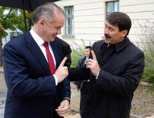 Tárgyalás Áder János köztársasági elnök fogadja a visegrádi csoport (V4) államfői kétnapos, balatonfüredi tanácskozására érkező Andrej Kiska szlovák államfőt Balatonfüreden, 2015. október 8-án.