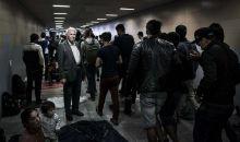 Sodrásban Idős úr várakozik arra, hogy továbbhaladhasson a Keleti pályaudvar aluljárójában. Budapest, 2015.09.04.