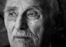 Varga Imre Varga Imre (93) Kossuth-díjas szobrász, túl a kilencvenen is aktív. 2015-ben két kültéri szobra készült. Schwajda Györgyről készült alkotása a Nemzeti Színház szoborparkjában áll.
