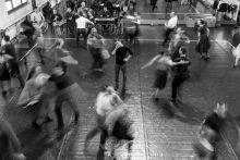Koreográfia ifj. Vidnyánszky Attila a Körhinta c. előadás bemutatójának próbáján figyeli a közreműködő táncosokat a Magyar Nemzeti Táncszínház próbatermében. 2015.01.22.