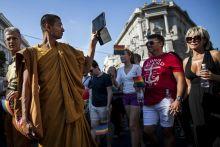 Kultúrák találkozása Atrocitások nélkül zajlott le július 11-én a huszadik melegfelvonulás, melyen 15 ezer ember vett részt