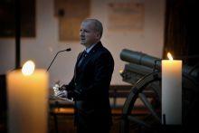 Kegyeleti gyertyagyújtás  Halottak napja alkalmából tartottak kegyeletei gyertyagyújtást a HM Hadtörténeti Intézet és Múzeum udvarán, ahol Simicskó István honvédelmi miniszter tartott megemlékező beszédet.