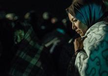 Salutazione Angelica Afgán menekült nő a röszkei határátkelőhelyen.