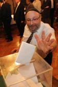 Frölcih Róbert voksol A Magyarországi Zsidó Hitközségek Szövegségének közgyűlései az utóbbi években botrányoktól voltak hangosak. Idén azonban lenyugodtak a kedélyek, ami a firssen megválaszott országos főrabbin is látszik