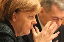 Angela Merkel Német kancellárként Angela Merkel történelmi látogatást tett a Dohány utcai zsinagógában, ezt követően zsidó vezetőkkel találkozott, a két ezen a találkozón készült.