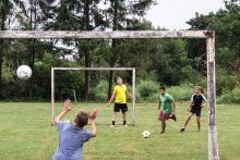 Cím nélkül 2015.07.27., Murakeresztúr. Gyerekek fociznak a kisváros széli futballpályán.