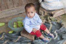 """A pillantás Észak-Vietnam """"eldugott"""" völgyeiben élnek a hmongok, akik csupán havi néhány dollárnak megfelelő összegből próbálnak megélni és gyermekeket nevelni."""