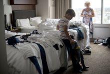 Family love A Szekeres család Los Angelesig megy Szegedről, hogy a 11 éves Roland részt vehessen egy nemzetközi tehetségkutató versenyen mint modell. Az édesanya rajongva imádja a kisfiút.