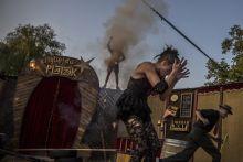 Cirque du Platzak A holland art brut társulat, a Cirque du Platzak Popcore című produkciója Kisharsányban, a villányi Ördögkatlan Fesztiválon.
