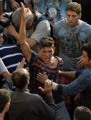 Afgán indulat A Keleti pályaudvar előtt összegyűlt migránsok között egy afgán fiatalember kiabál 2015 szeptember 2-án.