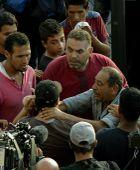 Migránsok egymás között A Keleti pályaudvar előtt összegyűlt szír és afgán migránsok feszülnek egymásnak 2015 szeptember 2-án.