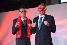RIZIN Fighting Federation első sajtótékoztatója Tokióban A RIZIN FF a 2015. október 8-i sajtótájékoztatóján bejelenti megalakulását Tokióban. A december 29-i sportesemény főműsorszámaként Aoki (bal) és Sakuraba (jobb) mérkőzését harangozzák be.