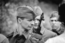 Férfias játék  A Magyar Tartalékosok Szövetsége,  Katonai Hagyományőrző tagozata 2. világháborús jeleneteket mutat be korhű egyenruhákban és fegyverekkel.