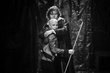Macbeth November állt színpadra Hargitai Iván Macbeth feldolgozása a budapesti Ódry Színpadon, melyneke szereplőgárdája a végzős Színművészeti Főiskola hallgatói közül került ki, kiegészülve Farkas Franciska színésznővel. A képek az előadás főpróbáján készültek.