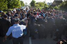 Sid-től Beremendig A Szerb-Horvát határzár után a menekültek a Horvát-Magyar határ felé indultak. Sid az egyik pont ahol átlépték a Szerb-Horvát határt. Buszokkal szállították oda és onnan a Magyar határ felé őket.