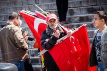 Isztambul népe Isztambul összekötő kapocs Európa és Ázsia között, így lakossága is sokszínű. Ázsiaiak, európaiak, gazdagok és szegények élnek együtt a világ egyik legidősebb városában.