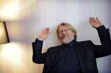 A kitüntetett Hegedüs D. Géza Kossuth-díjas színész-rendező április 15-én egy budapesti kávéházban pózol a kamera előtt. A művész negyven éve a Vígszínház tagja, 2015-ben neki ítélték oda a Gábor Miklós díjat.