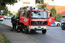 Családi gyújtogatás egy pécsi panelban Tűz keletkezett augusztus 13-án Pécsen, egy tízemeletes ház nyolcadik emeletén. A Tildy Zoltán utcai ház lakói még a tűzoltók kiérkezése előtt eloltották a tüzet, azonban az épület felső három szintje füsttel telítődött, ezért a tűzoltók kiürítették ezeket a lakásokat. A tűz egy családi vita miatt keletkezett, ittas állapotban saját anyjára gyújtotta a lakást, aki füstmérgezést szenvedett.