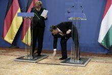 Angela Merkel Orbán Viktor találkozó Orbán Viktor miniszterelnök felveszi az Angela Merkel által elejtett tollat,BUdapest