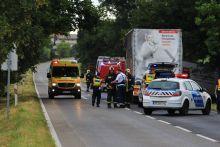 Frontálisan ütközött két teherautó Két teherautó ütközött össze a 6-os főút Vasasi leágazója közelében. A baleset  következtében az egyik jármű vezetője beszorult a roncsba. A balesetben 2 fő súlyosan megsérült.