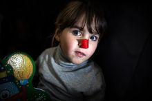 Csak lélegezz Bianca 14 hónapos volt, amikor kiderült róla, hogy súlyos genetikai eredetű, kettestípusú izomsorvadással született. A diagnosztika szerint az ezzel született gyermekek várhatóan 2-18 éves korukig élnek. A család amellett, hogy éli a mindennapi emberek életét, küzd azért, hogy a lehető leghosszabbra növelje Biancát, azzal, hogy a kislányuknak a lehető legtöbb törődést, kezelést, terápiát és szeretetet megadják.
