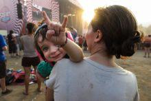 Egy fiatal Szigetlakó A minden évben megrendezésre kerülő Sziget Fesztiválon szinte már természetes, ha egyre fiatalabbakkal találkozunk.