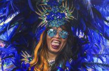 Notting Hill karneval 2015 ben is szazezrek voltak kivancsiak London karibi fesztivaljara, a Notting Hill karnevalra. Az angol fovaros a karneval idejere egy karibi szigette alakul, ahol mindenki kitombolhatja magat.