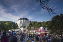 Bristol legballon fesztival Bristolban evrol evre tobb tizezer ember kivancsi az orszag legnagyobb legballon fesztivaljara. A bristol kulvarosaban talalhato fesztival 3 napjara a vilag minden tajarol erkeznek latogatok.