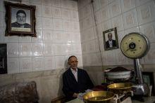 Generációkon át 3. generációs teakereskedő Tabriz híres bazárjában.