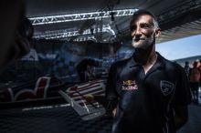 Besenyei Péter Besenyei Péter a Red Bull Air Race atyja utoljára versenyzett Magyarországon