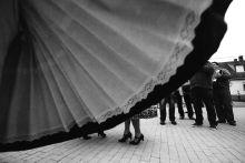 Szüreti felvonulás Dunapatajon Dunapatajon évtizedes hagyomány az őszi szüreti felvonulás. A falu népviseletbe öltözött lakói feldíszített lovaskocsikon járják körbe a községet, táncolnak és énekelnek. A faluban étellel-itallal, házi borral, pálinkával kínálják a szüreti menetet. 2015-ben Dunapataj erdélyi testvértelepülése is részt vett a mulatságban, a Szászcsávási Zenekar tagjai is húzták a talpalávalót.