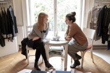 Itthon tervezik - a magyar divattervezők új generációja A magyar divattervezők itthon maradnak, hiszen szakmájukban a földrajzi helyzet és az ebből fakadó hatások különleges inspirációkat adnak. Közép-Európa vonzza a nyugat-európai tervezőket is, többen megfordultak már itt (köztük Louis Vuitton), hogy ihletet merítsenek egy-egy új kollekcióhoz. Több tevezőnk kollekcióit már párizsi, New York-i luxusbutikok árulják, közülük is a Sándor Szandra alapította Nanushka a legismertebb. A Use/unused designerei pedig a magyar olimpiai csapat ruháit tervezték a 2016-os Rio de Janeiro-i olimpiára.